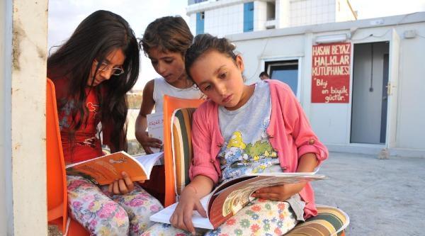 Dev-genç Konteyner Kente Kütüphane Açtı