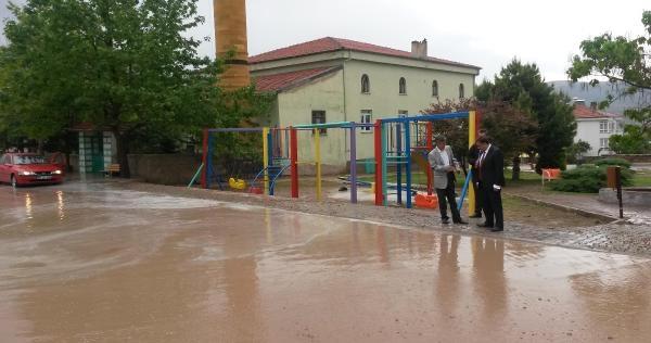 Develi'de Sel Suları Caddeleri Kapladı