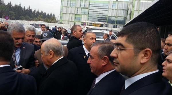 Devlet Bahçeli'ye Izmir'de Konvoylu Karşilama