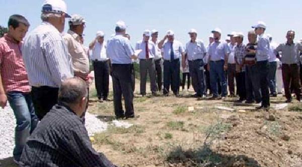 Devlet Heyelan Olan Köyü 16 Yıl Sonra Hatırladı
