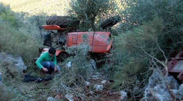 Devrilen Traktörünün Altinda 2 Saat Kurtarilmayi Bekledi