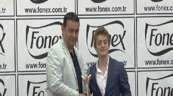 Dha, Yılın Futbol Oscarları Ödülünü Kazandı