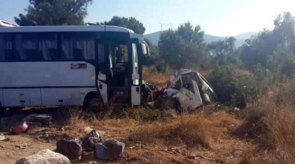 Didim'de Servis Midibüsüyle Otomobil Çarpişti: 3 Ölü, 10 Yaralı
