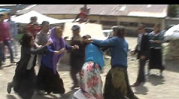 Dilenci Kadınların Bıçaklı Sopalı Kavgası