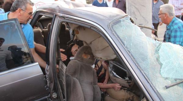 Direğe Çarpan Otomobilin Ehlisetsiz Sürücüsü Öldü