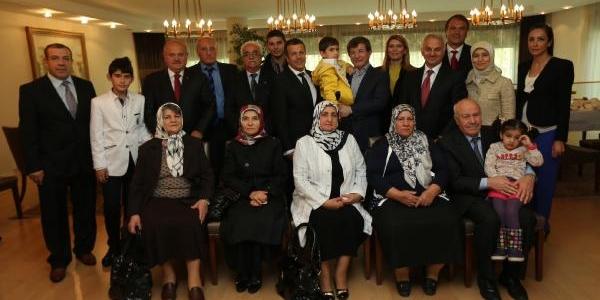 Dişişleri Bakani Ahmet Davutoğlu, Pilotlari Ağirladi