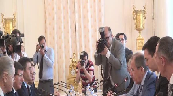 Dışişleri Bakanı Ahmet Davutoğlu, Rus Mevkidaşı Sergey Lavrov İle Görüşüyor