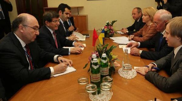 Dişişleri Bakani Ahmet Davutoğlu, Ukrayna Başbakani Azarov Ile Görüştü