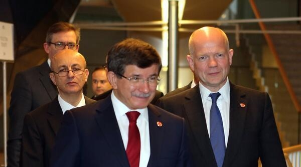 Dışişleri Bakanı Davutoğlu Türkiye, Ukrayna'nın Toprak Bütünlüğünün Korunması Gerektiğine İnaniyor