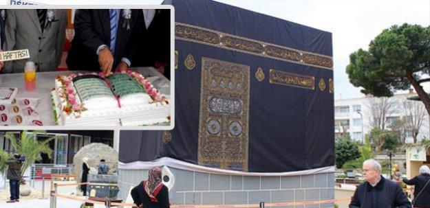 Diyanet Kabe maketi ve Kuran pastasında noktayı koydu!