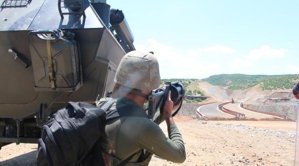 Diyarbakır-bingöl Karayolunu Kapatan Pkk'lılara Operasyon (2)