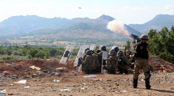Diyarbakır- Bingöl Karayolunu Kapatan Pkk'lılara Operasyon (4)