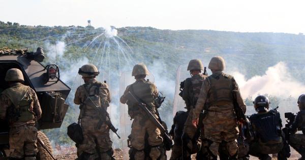 Diyarbakır- Bingöl Karayolunu Kapatan Pkk'lılara Operasyon (ek Fotoğraflar)