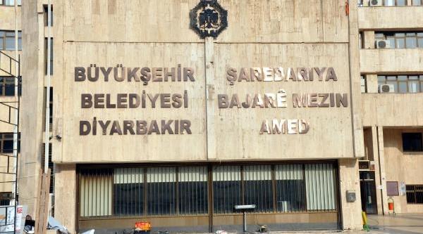 Diyarbakir Büyükşehir Belediyesi'ne Kürtçe Tabela