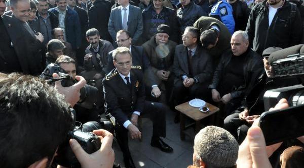 Diyarbakir Emniyet Müdürü Güven'i Duygulandiran Veda