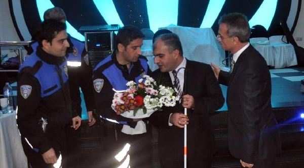 Diyarbakir Emniyet Müdürü'nden Engellilere Yemek
