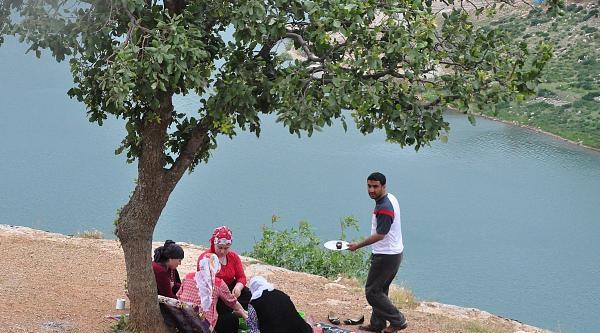 Diyarbakır Valisi Kıraç: Yol Kapatma Ve Adam Kaçırma İle Bir Yere Gidilemez