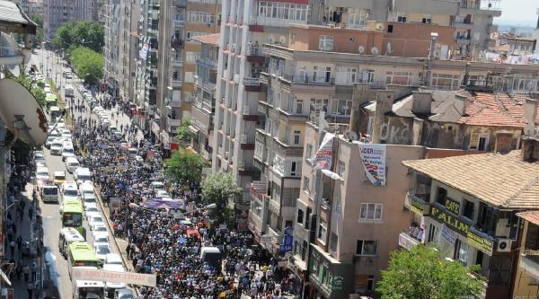 Diyarbakır'da 5 Bin Kişi Soma İçin Sgk'ya Yürüdü