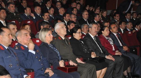 Diyarbakır'da 7 Şehit Ailesine, Devlet Övünç Madalyası
