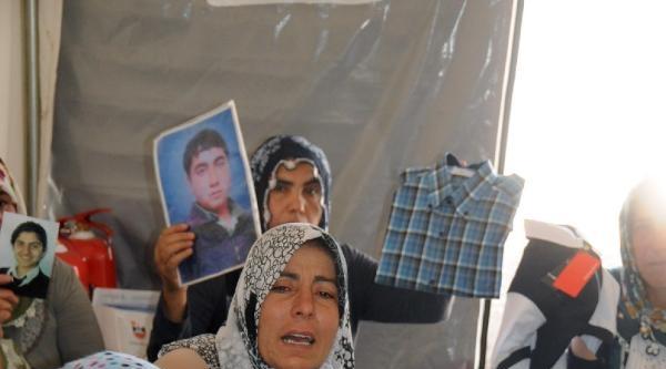 Diyarbakır'da Anneler Aldıkları Bayramlıklarıyla Çocuklarini Bekliyor