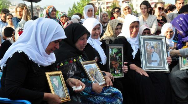 Diyarbakır'da 'anneler Günü' Kutlamasına Uludere Olayı Damga Vurdu