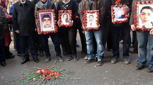 Diyarbakir'da Bomba Kurbanlari Anildi