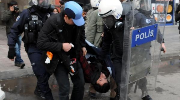 Diyarbakir'da Bombali Saldiri: 4 Polis Yaralandi (2)