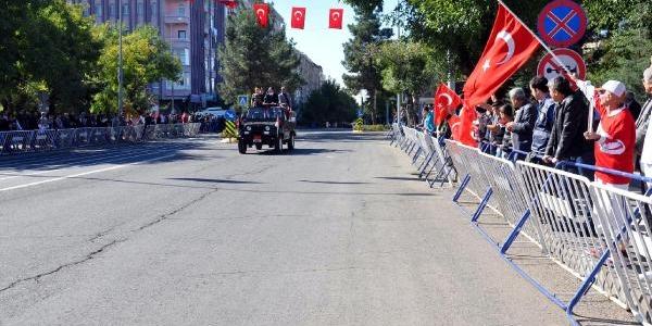 Diyarbakir'da Cumhuriyet Bayrami 'bariyersiz' Kutlandi