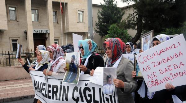 Diyarbakır'da Eylem Yapan Aileler Valiliğe Yürüdü: Çözüm İstiyoruz