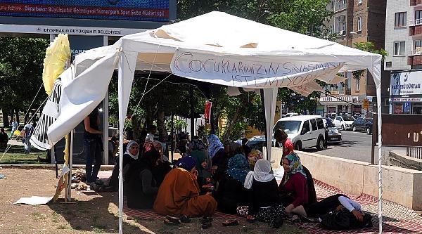 Diyarbakır'da Eylem Yapan Anneler:bütün Çocuklar Gönderilsin