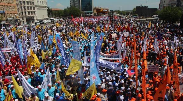 Diyarbakır'da İki Ayrı 1 Mayıs Kutlaması