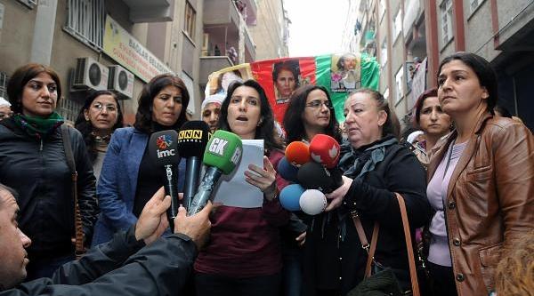 Diyarbakir'da Kadinlar Şiddeti Protesto Etti