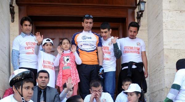 Diyarbakır'da Otizmli Çocuklar Eğitimde Eşitlik İçin Valiliğe Yürüdü