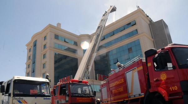 Diyarbakır'da Özel Hastanede Yangın Çikti (2)