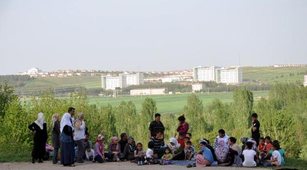 Diyarbakır'da Pkk'nın Alıkoyduğu Öne Sürülen Çocuk Serbest Bırakıldı(1)