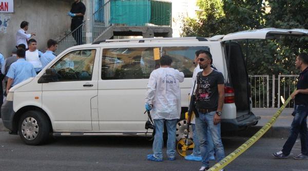 Diyarbakır'da Rastgele Ateş Açtı, 2 Kişiyi Yaraladı
