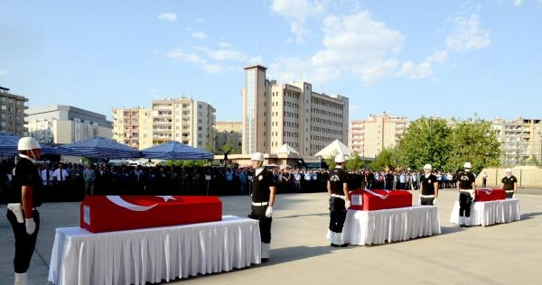 Diyarbakır'da Trafik Kazasında 3 Polis Şehit Oldu (4)