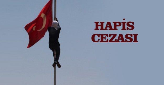 Diyarbakır'da Türk Bayrağını İndiren Sanığa 13 Yıl 9 Ay Hapis Cezası