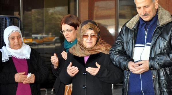 Diyarbakir'daki Uçak Kazasinda Ölen 75 Kişi Anildi
