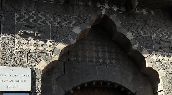 Diyarbakır'ın Son Ermeni Kadınına Süryani Kilisesi'nde Veda