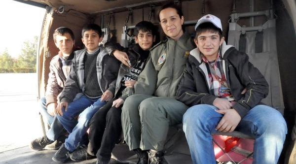 Diyarbakirli Çocuklar Sikorsky Helikoptere Bindi