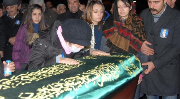 Doçent Yavuz Kilavuz, Trafik Kazasinda Öldü
