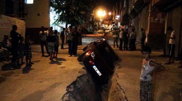 Doğalgaz Çukuruna Düşen Otomobilin Sürücüsü Yaralandı