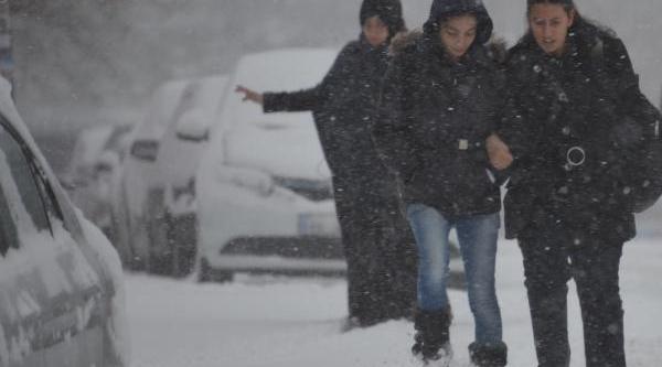 Doğu Kar Altinda: 920 Köy Yolu Kapali