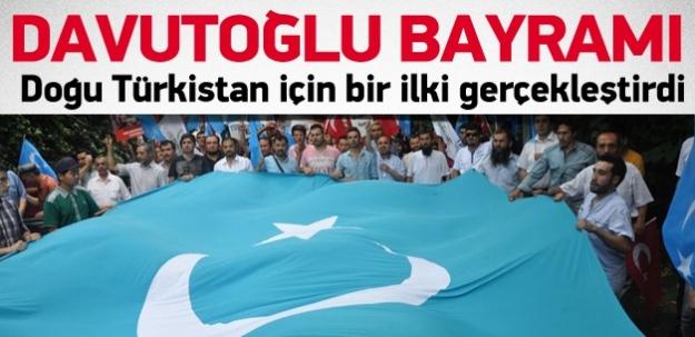 Doğu Türkistanlılar da Davutoğlu'na sevindi
