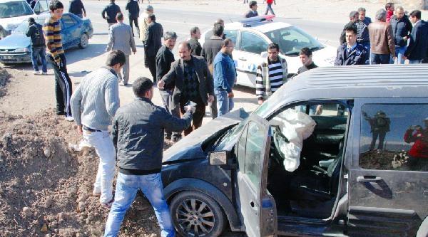Doğubayazıt Trafik Kazası: 13 Yaralı