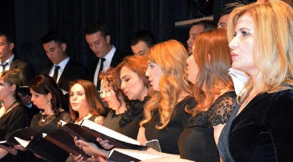 Doktor Ve Hemşirelerden Sanat Müziği Korosu