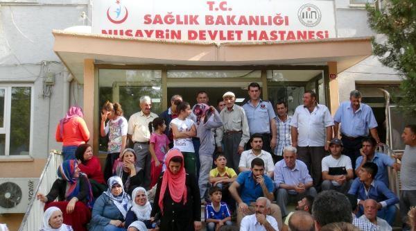 Doktor Yetersizliği Hastane Önünde Protesto Edildi