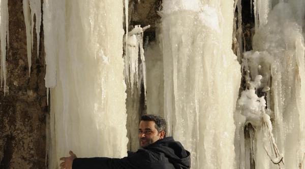 Dondurucu Soğuklarda Buz Sarkitlari Oluştu