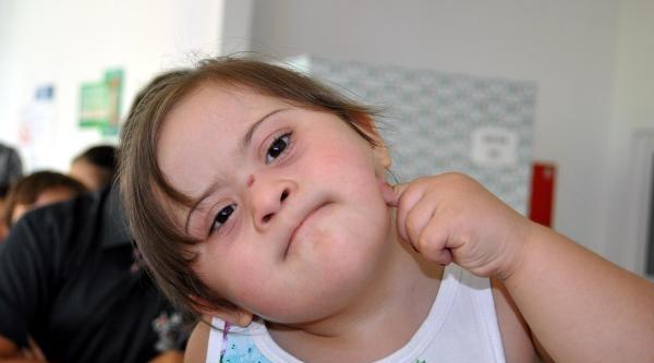 Down Sendromlu Çocuklara Buz Pateni Kursu